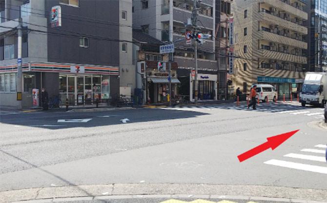4.城東警察署前の信号を渡ります。