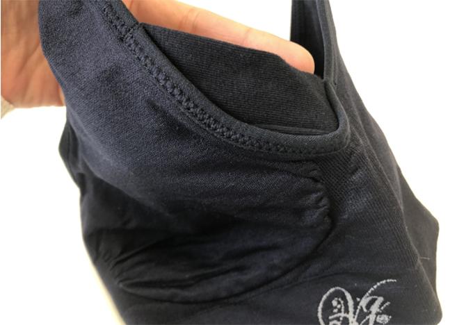 脇の下部分は脇高設計になっているのでバストや脇肉がはみ出ることなく収まります