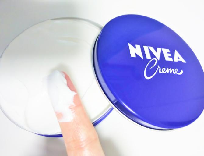 ニベアは、保湿効果があり、乾燥する肌や体など全身に使用できるクリーム